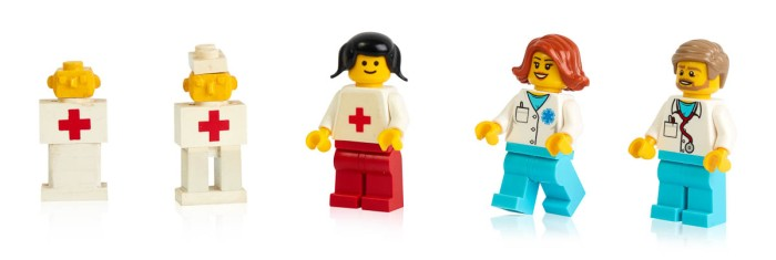 Early prototypes, first and more recent minifigure doctors-6