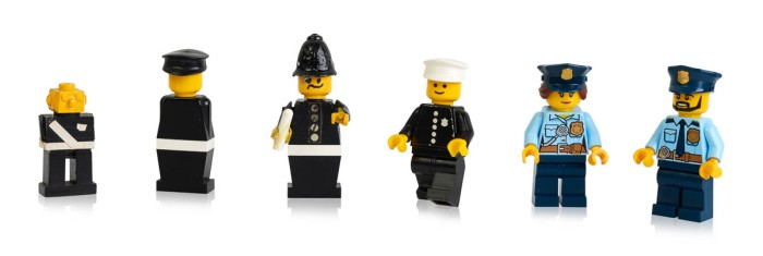 Early prototypes, first and more recent police minifigures-4