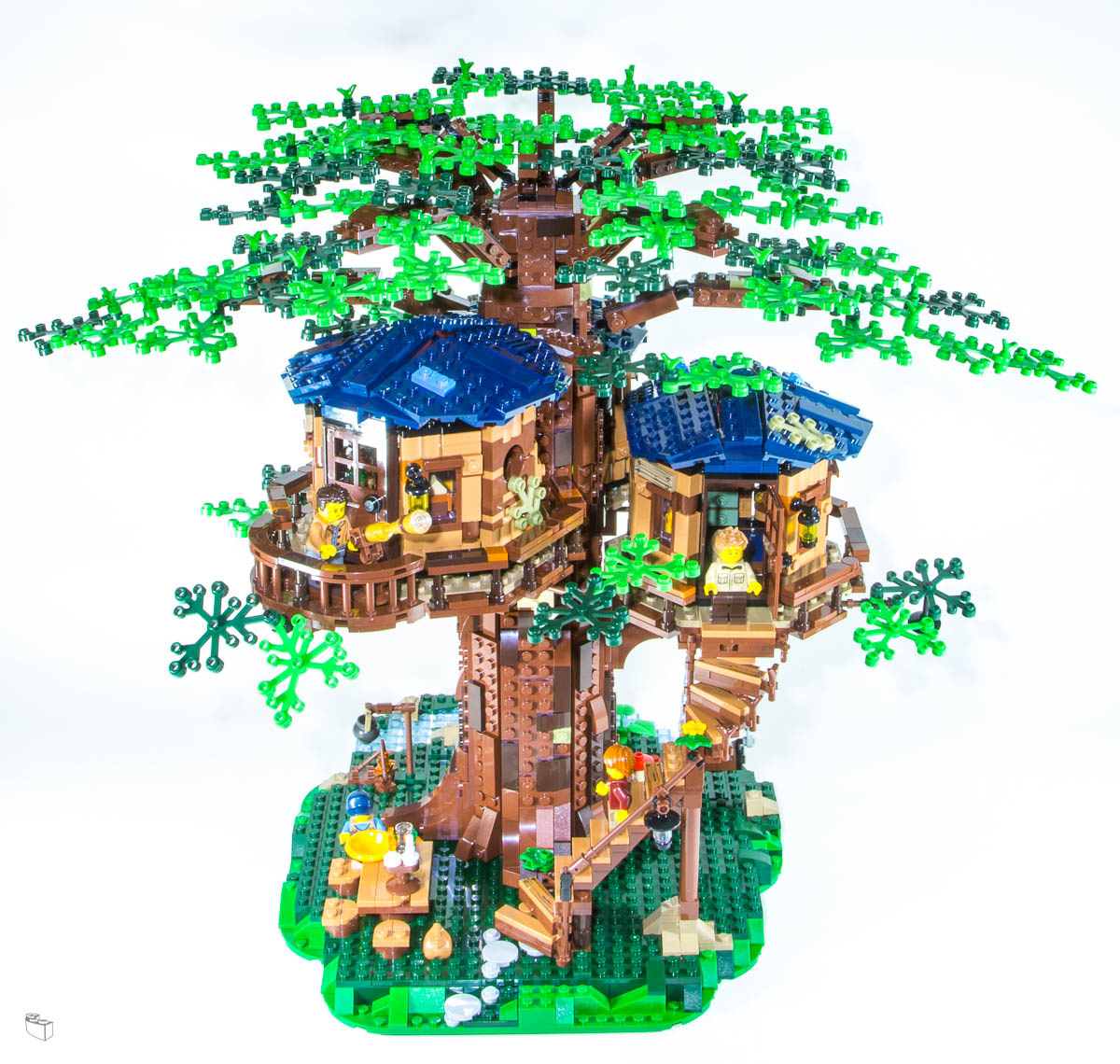 Lego Ideas Tree House 21318 Review A Tale Of Castaways The Rambling Brick